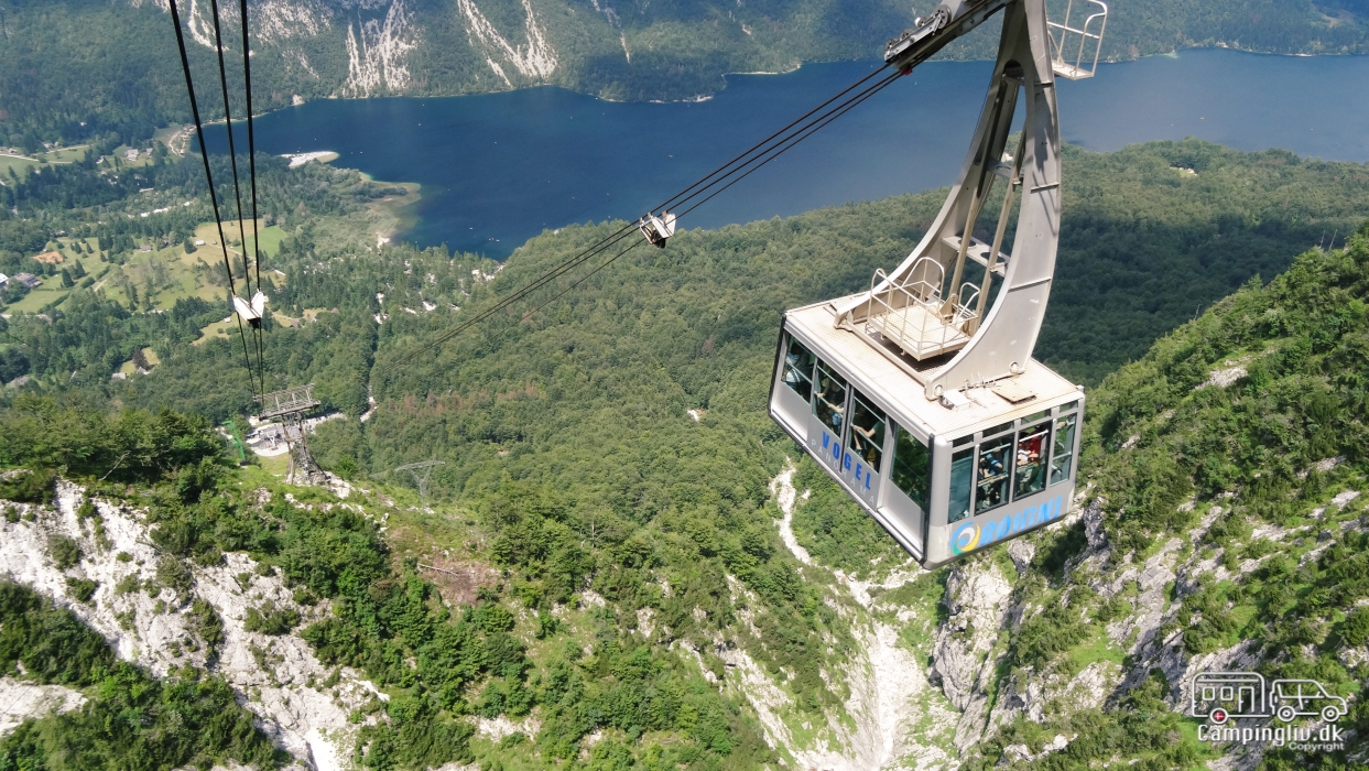 Vogel_liftbahn-Lake_Bohinj_Slovenia