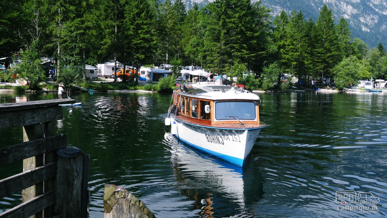 Lake_Bohinj_tourboat