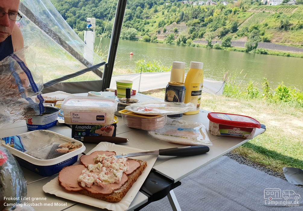Eating-home-at-Camping-Rissbach